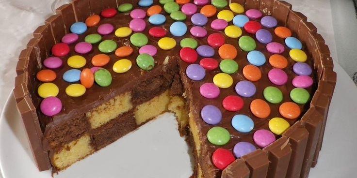 Gâteau damier, déco KitKat & Smarties (TM)