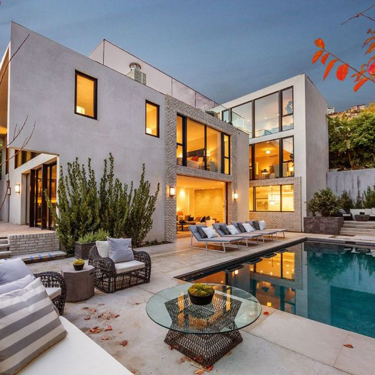 Kendall Jenner's new $6.5 million Los Angeles home is nothing to cough at... Just look at how gorgeous this space is, inside and out!