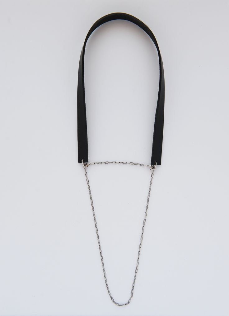 CAMILE black leather collar