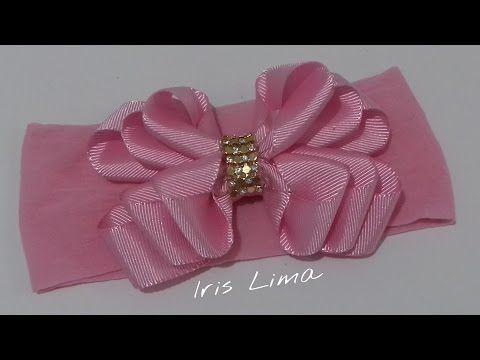Linda flor de fita de cetim fina. Este modelo também pode ser elaborado em fita de gorgurão.