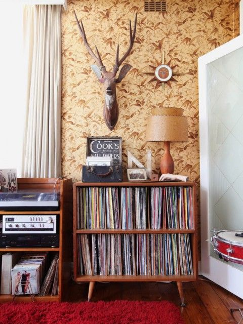 La chambre dorée avec son papier peint d'origine (années 70).