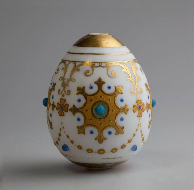 Яйцо пасхальное с орнаментом в византийском стиле. Императорский стеклянный завод. Вторая четверть XIX в.