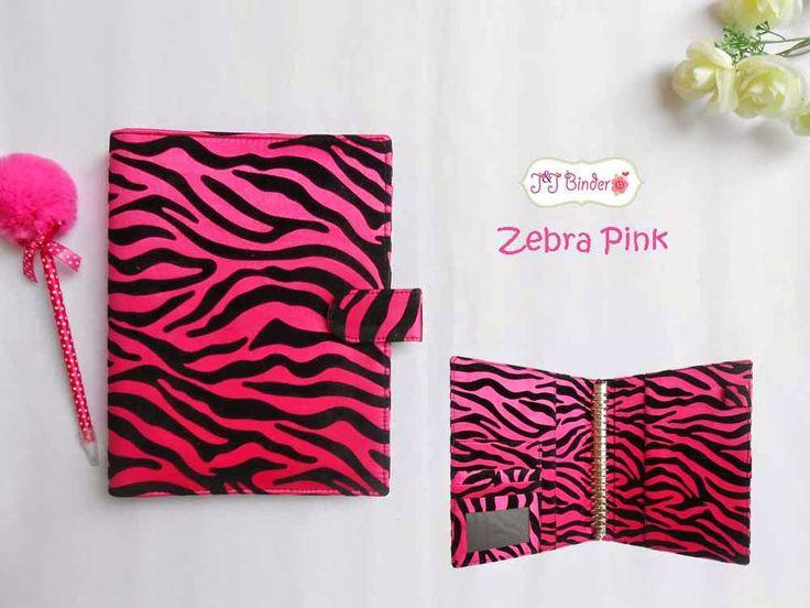 Nama  Produk : Binder Zebra Hitam Pink Ukuran   :A5 20ring : 55rb , B5 26 ring : 65rb Bahan  : Kain Bludru Deskripsi : 3 slot kartu, 1 slot foto 1 Slot pulpen