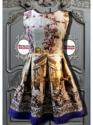 Vestido Vintage, cuello redondo, tejidos brocados con textura, combinados, con preciosos prints románticos. Sin mangas, cierre cremallera en la espalda, falda a tablas, cuerpo de talle corto.