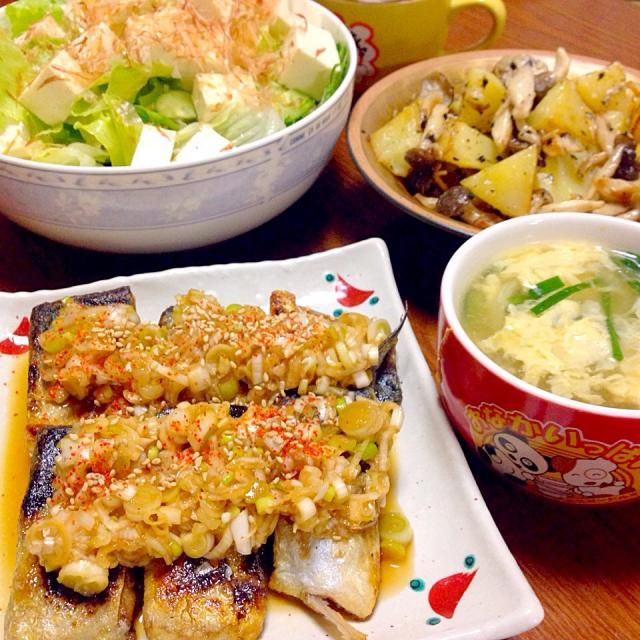 卵ふわとろに出来た( ´ ▽ ` )ノ - 63件のもぐもぐ - 葱たっぷり鯖の南蛮漬け、ニラ玉春雨スープ、しめじじゃがマヨ炒め、サラダ by rika9