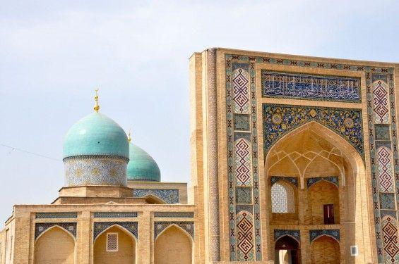 É a maior cidade da Ásia Central moderna, capital do Uzbequistão e tem cerca de 2.200 anos. Na Idade Média Tashkent foi um dos mais importantes centos de cultura muçulmana e importante centro comercial.