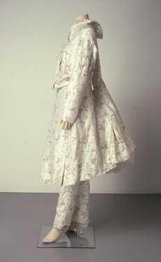 CMU  Tweede collectie: geborduurde jurk en broek (1994 – voorjaar)  Viktor & Rolf. Geborduurde witte katoen, zilverdraad, witte kraaltjes.