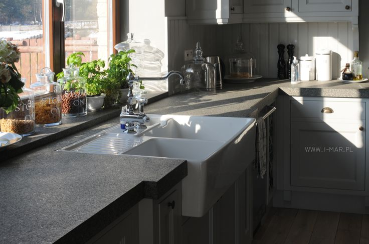 Szary blat kuchenny wykonany z granitu Impala Dark. www.i-mar.pl Greyish kitchen worktop made of granite Impala Dark.