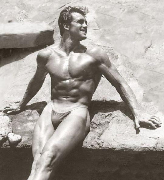 3400 best beefcake vintage bodybuilders vintage bodybuilding images on pinterest body types - Simon porte jacquemus gay ...