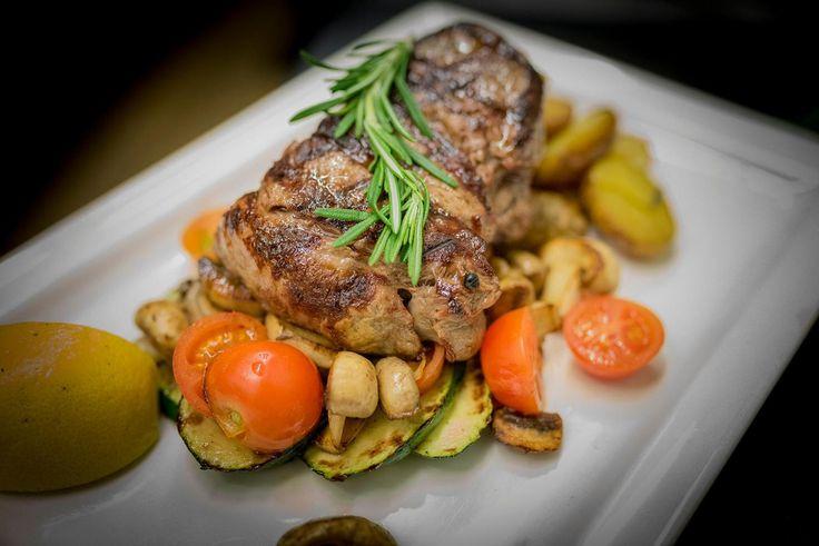 Wer hat Lust auf ein Steak mit feinem mediterranem Gemuese?    Brusko griechisches Grill Restaurant   www.brusko.de #Brusko #griechisches #Grill #Restaurant #Muenchen #Schwabing #Grieche #Cocktailbar #Businesslunch #Leopoldstrasse #Griechischesrestaurant #Eventlocation #bestesgriechischesrestaurant #bestplacetobe
