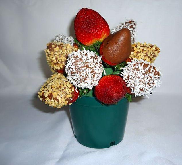 DULCE CAPRICHO(mini). Deliciosas fresas al natural en combinación con fresas en chocolate con capas de maní y coco rayado. $45.900.