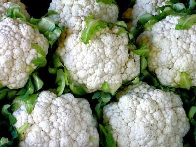 Květák je pro tělo velmi užitečná zelenina a pokud je správně připraven, může být i velmi chutný. Receptů z květáku je opravdu hodně, vždy však záleží na naší představivosti a chutích. Nejlepší recept pro vás dnes má 8 nejlepších receptů z květáku, které si zaručeně zamilujete.