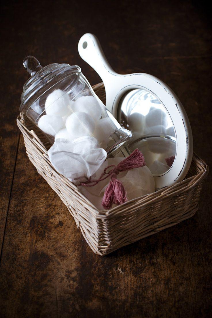 décoration de sale de bain, coton, miroir, bien être, aromathérapie les produits bio aux huiles essentielles ! #ambiance #salle de bain #décoration #phytotherapie http://www.marielys-lorthios.com/