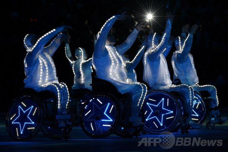 フィシュト五輪スタジアム(Fisht Olympic Stadium)で行われたソチ冬季パラリンピック閉会式の様子(2014年3月16日撮影)。(c)AFP/KIRILL KUDRYAVTSEV ▼17Mar2014AFP|ソチ冬季パラリンピックが閉幕 http://www.afpbb.com/articles/-/3010425 #Sochi2014 #Paralympic