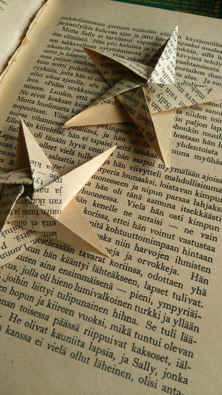 Kirjatähtiä, tähtiä kirjasta Origami stars from a book.