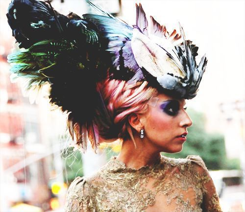 Gaga never ceases to amaze us with her fashion and makeup style.