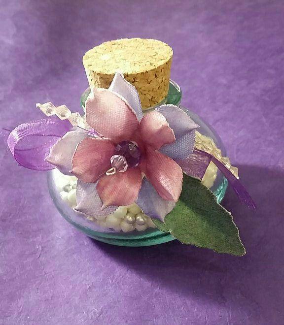 Ampolla con fiorellino forme tessili 3d