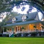 I have long harboured a secret love of the wooden homes and wraparound porches of the deep south and was lucky enough to stay at the Magnolia Springs B in Alabama back in 2008. What a beautiful building....sigh.