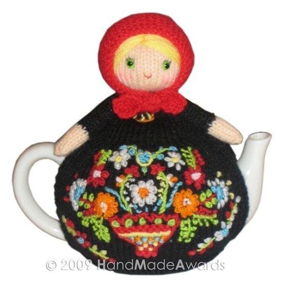 matryoshka to keep your tea warm [tea cozy] www.matrioskas.es