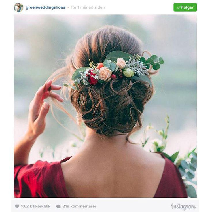 På jakt etter inspirasjon til den store dagen, eller bare en lekker frisyre som oser av vår og sommer? Da bør du scrolle deg gjennom denne saken.