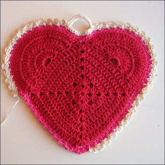 'This pattern would make a nice potholder.  Tutorial with photos.