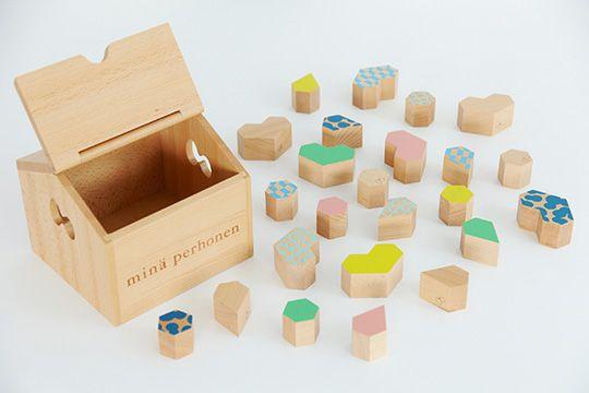 """スタイ、おくるみ、おもちゃ、食器など、これから大事に育ってほしいこどもたちへプレゼントしたい、素材にこだわったアイテムをご紹介します。「minä perhonen(ミナ ペルホネン)」「CLASKA Gallery & Shop """"DO"""" (クラスカ ギャラリー&ショップ ドー)」「中川政七商店」「和える(aeru)」などから、大切な方へのプレゼントにぴったりの素敵な品々を集めました。"""