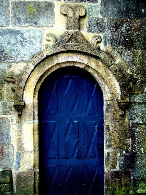 une des portes de l'église de Sizun by y.caradec, via Flickr (Church and the Parish Enclosure in Sizun, Brittany, France)