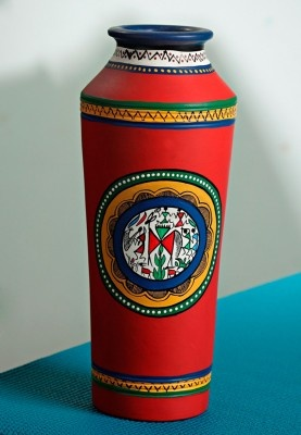 Introduce this gorgeous pastel red terracotta vase in your living space. The vase has hand painted Madhubani human figurines with lovely contrasting colours of yellow, blue ,green and white.