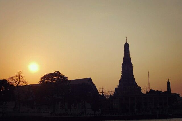 Sunset in wat arun bangkok