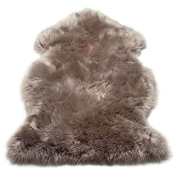 The luxuriously fluffy real sheepskin rug has a natural warmth and comfort. Perfect for adding a cosy feel to your home this autumn.