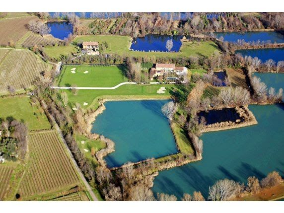 FOR SALE IN THE LAKE ISEO AREA: IMPORTANT PROPERTY WITH SMALL GOLF COURSE IFI144