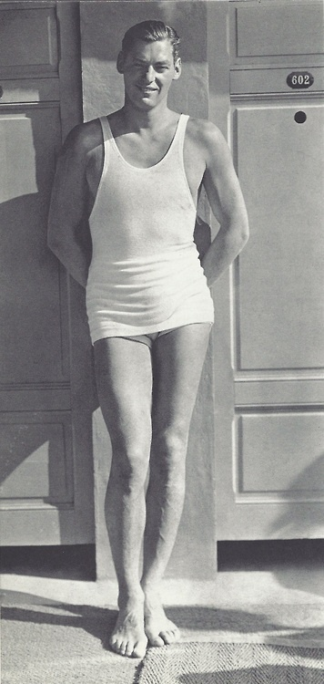 1930 Johnny Weissmuller - Piscine Molitor, Paris - Photo by George Hoyningen-Huene
