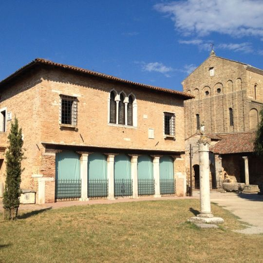 Once home to the palace of the island council, today the Torcello Museum houses a precious collection of antiquities and archaeological findings, most of which were found in the local area, thus representing testimony of the historic importance of this place.