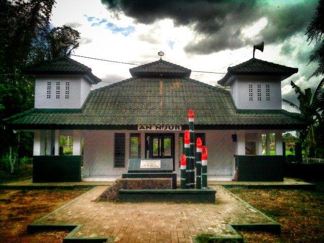 Monumen ini didirikan untuk mengenang jasa2 pahlawan jember, letkol Moh. Seroedji dan letkol dr. Soebandi beserta pahlawan2 lain yang gugur di tempat ini...