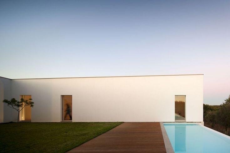 Candeias House by Carrilho da Graça Arquitectos. So simple yet incredibly elegant... I'm in awe