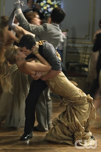 """""""Hi, Society"""" --Pictured (L-R)  Blake Lively as Serena  and Penn Badgley as Dan  in Gossip Girl on The CW. Photo Eric Leibowitz/The CW © 2007 The CW Network, LLC.  All Rights Reserved"""