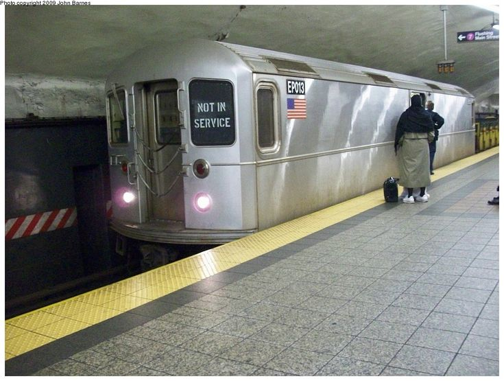 (242k, 1044x788)<br><b>Country:</b> United States<br><b>City:</b> New York<br><b>System:</b> New York City Transit<br><b>Line:</b> IRT Flushing Line<br><b>Location:</b> Grand Central <br><b>Route:</b> Work Service<br><b>Car:</b> R-127/R-134 (Kawasaki, 1991-1996) EP013 <br><b>Photo by:</b> John Barnes<br><b>Date:</b> 12/12/2008<br><b>Viewed (this week/total):</b> 4 / 2002