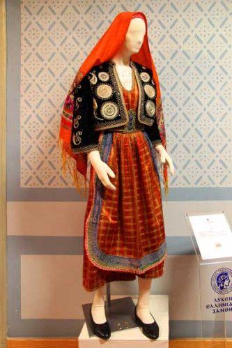 Νυφική και γιορτινή ενδυμασία Θάσου. Λυκειο Ελληνιδων Ξανθης @ Μουσείο Ιστορίας Ελληνικής Ενδυμασίας / Bridal and festive attire of Thassos. The Lyceum Club of Greek Women Xanthi @ Museum of History of Greek Costume [http://www.lykeioellinidon.gr/moyseio-istorias-ellinikis-endymasias; http://www.lykeioellinidon.gr/sites/default/files/images/articles/66-_moyseio_istorias_ellinikis_endymasias/253.jpg]