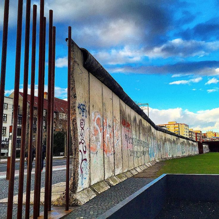 the berlin wall memorial is the central memorial site of on berlin wall id=60317
