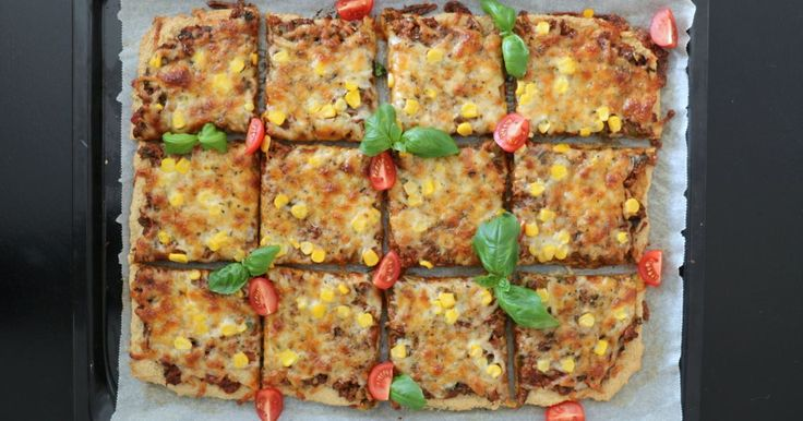 Sunn pizza med enkel havrebunn – uten heving!
