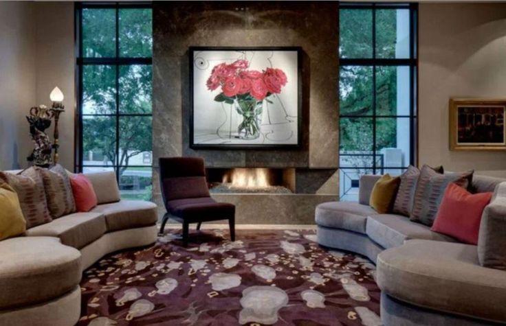 Ποια είναι η τέλεια θέση για έναν καμπυλωτό καναπέ; Δείτε 6 διαφορετικούς τρόπους για το πως να τους τοποθετήσετε.