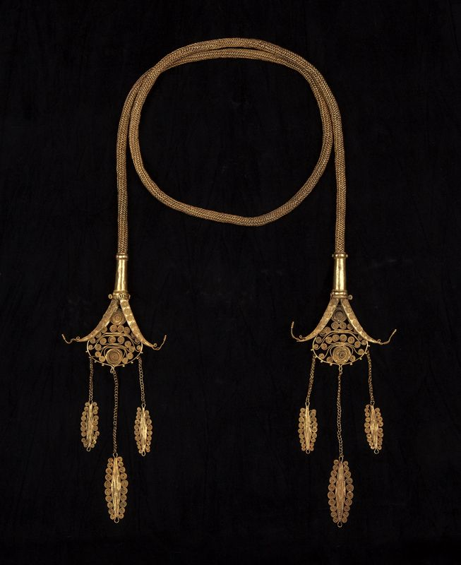 A royal chain (Kantar) of finely woven gold wire,the delicate terminals of
