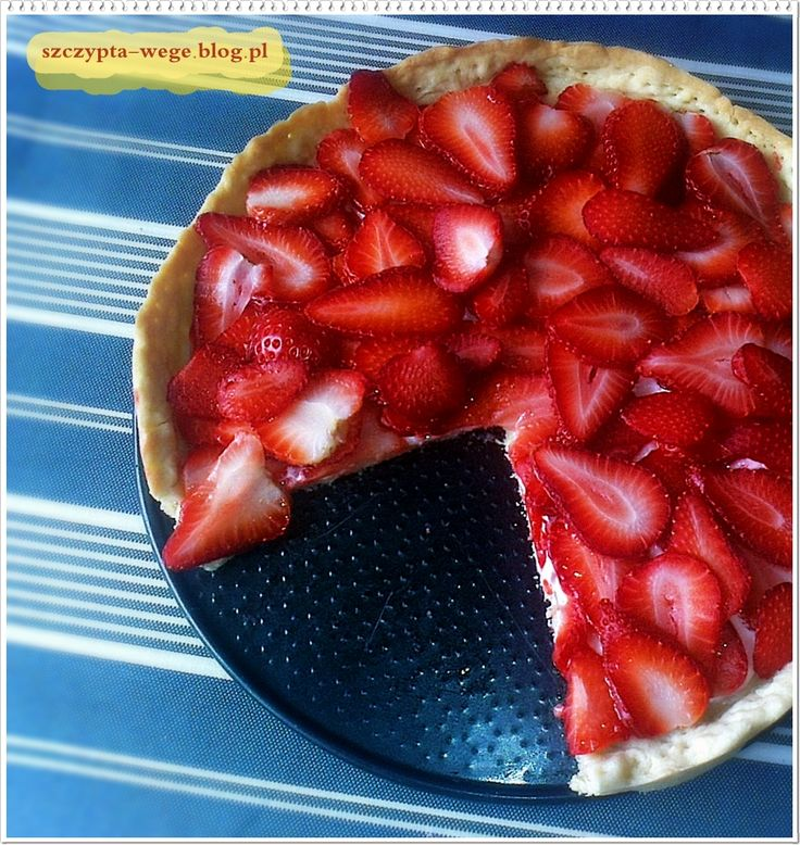 pie with strawberries