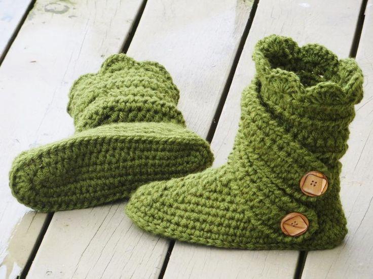 Find the crochet pattern here: Crochet Dreamz: Woman's Slipper Boots Crochet Pattern, Classic Snow Boots, US sizes 5-10