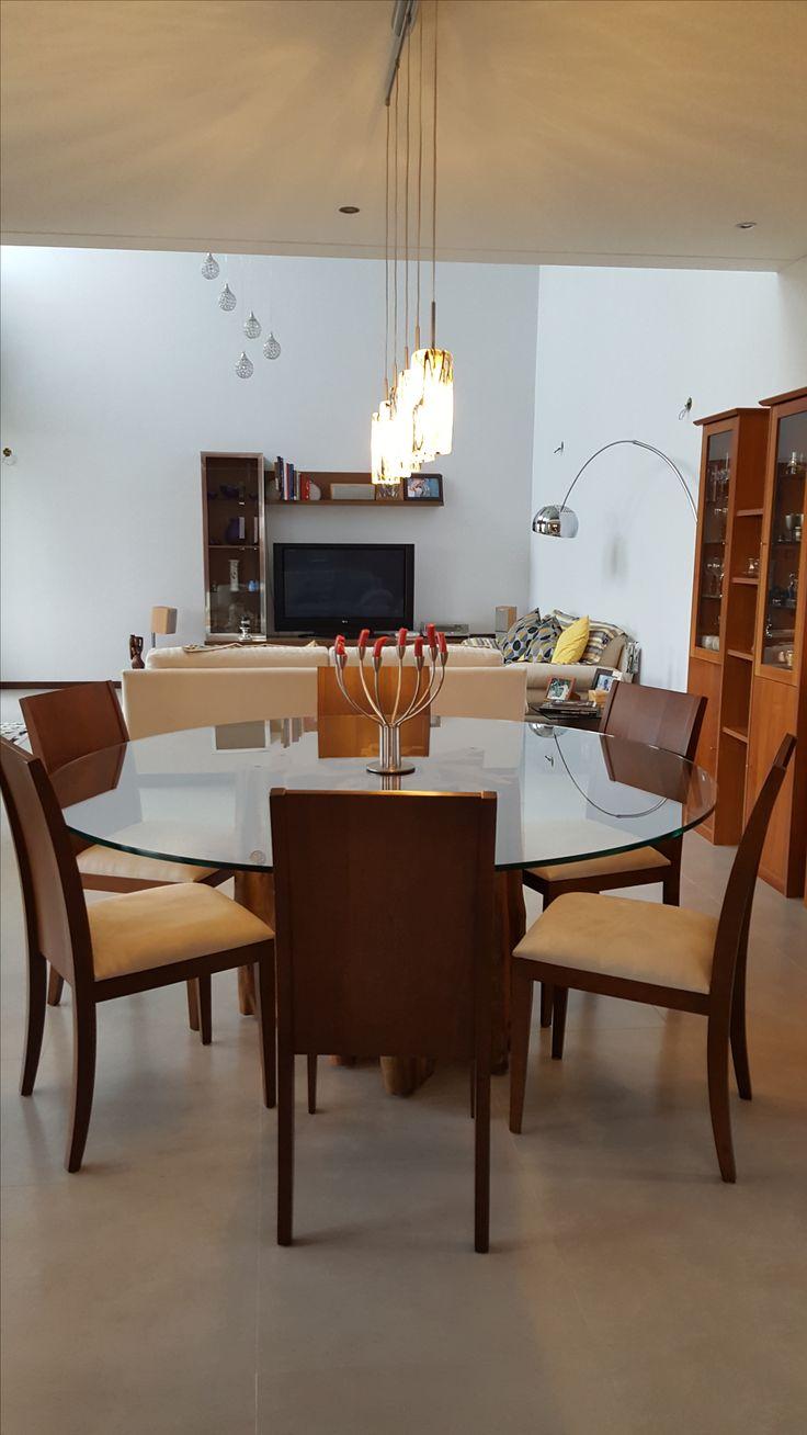 Sala de Jantar com base para mesa em madeira Guarantã. Perfeito para ambiente rústico contemporâneo