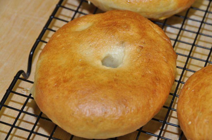 Video ricetta bagels fatti in casa senza l'uso dell'impastatrice. Risultato assicurato con i trucchi del mestiere spiegati passo-passo
