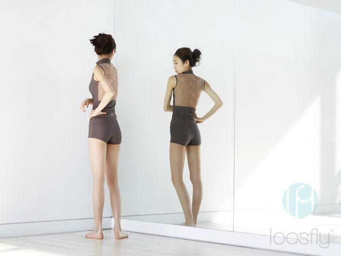 [루스플라이 룩북] #007 하이넥 집업레이스 탑(애쉬그레이) + 세미타이트 배색반바지(적회색/민트) [loosfly Look Book] #007 Highneck Zipup Lace Top (Ash Gray) + Semi-tight Contrast Shorts (Reddish Gray / Mint)    세미타이트 배색반바지(적회색/민트)