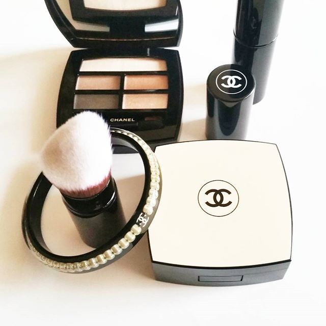 Semplicemente... Adoro ❤  Ecco a Voi alcune delle Novità facenti parte della linea LES BEIGES de @chanelofficial  Per esaltare colorito e sguardo, con elegante naturalezza! #chanel #lesbeiges #news #beautymarinad #beautyeditor #beautyblogger #beautynews #beauty #niche #luxury#perfume #love #perfumeblogger #perfumeaddict