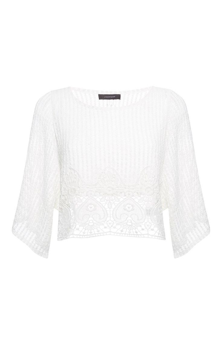 Pull blanc à bordure en crochet