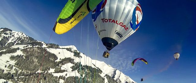 The TOTALGAZ Eco Balloon is a multirole platform who can perform different kinds of extreme flights like : Alps crossing flights, high level flights, long distance races, night flights, paragliding, skydiving, wingsuit and many more.  We filmed these wingsuit, paragliding and ballooning sequences during the International Hot Air Balloon Festival in Château d'Oex with our amazing snowy landscapes of Switzerland.  Many thanks to TOTALGAZ Suisse and Columbia. A special thank to all …